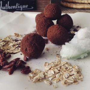 Aroma pravog nerafiniranog i hladnoprešanog kokosovog ulja obogaćuje ove tartufe